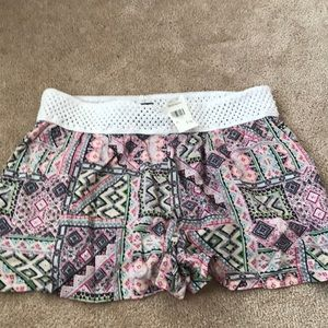 Patterned Shorts With Elastic Waist Band